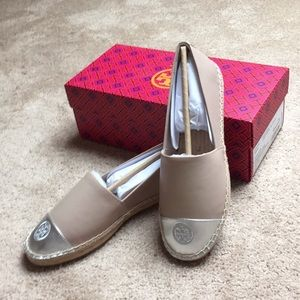 NWT Tory Burch espadrilles light taupe/silver